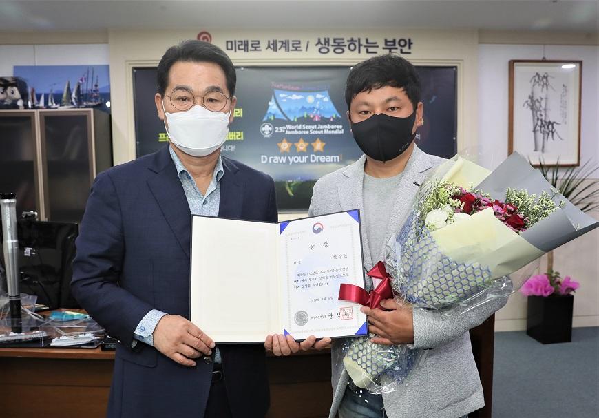 부안군 귀어인 한상연씨, 2020년 우수 귀어귀촌인 경진대회 대상 수상.JPG